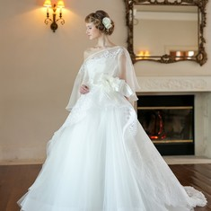 雪のように真っ白な贅沢レースドレス